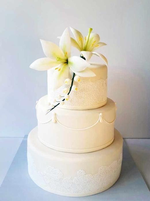 תמונה של עוגת חתונה שושן צחור ותחרה