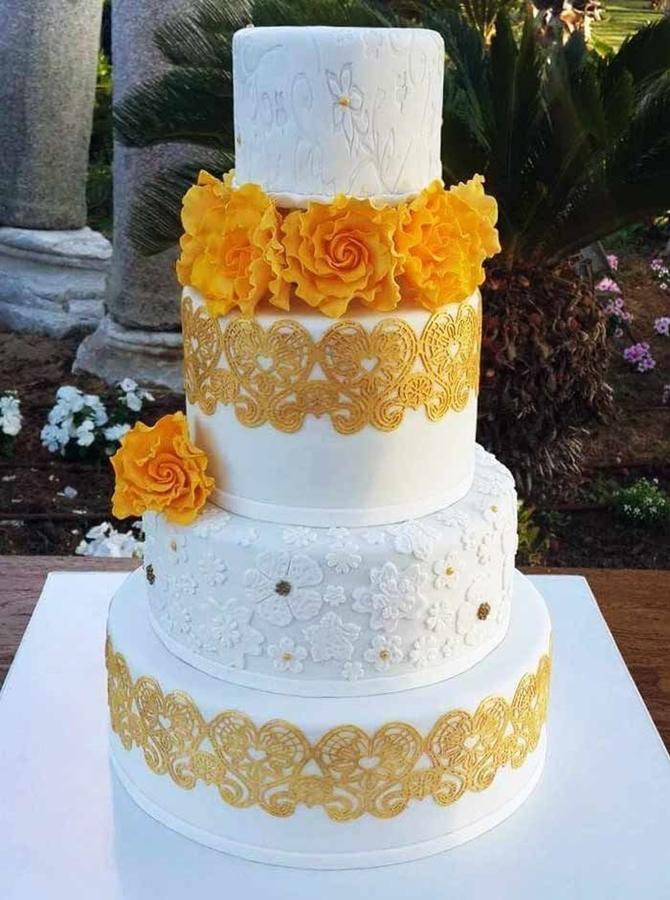 תמונה של עוגת חתונה פרחים ותחרה