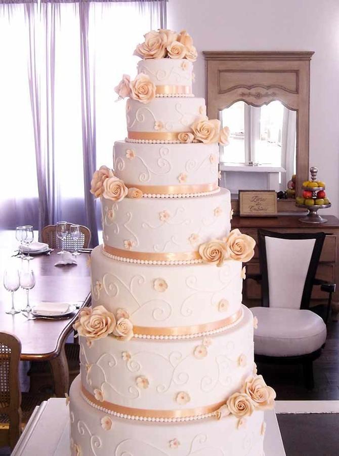 תמונה של עוגת חתונה מפוארת