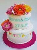 תמונה של עוגת חתונה עם נוריות