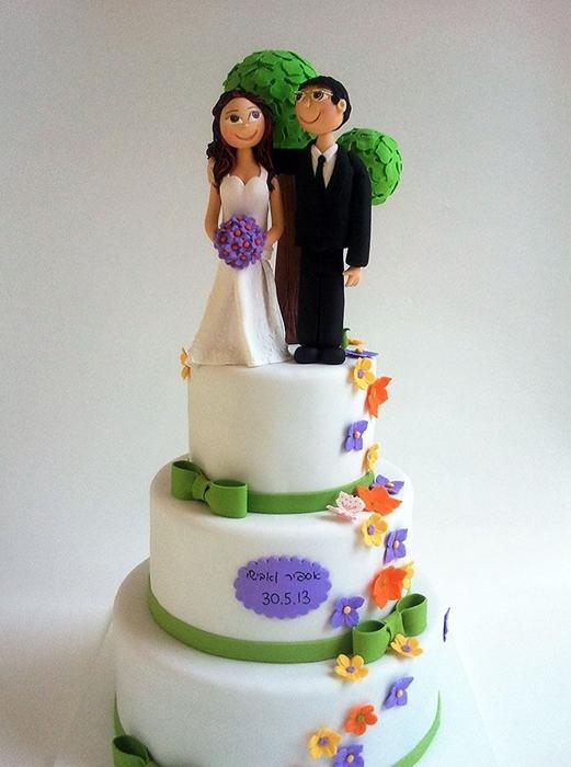 תמונה של עוגת חתונה בטבע