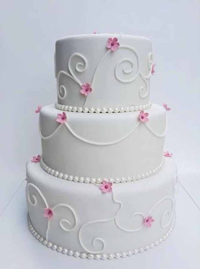 תמונה של עוגת חתונה עיטורים מסולסלים