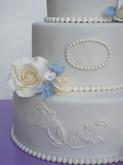 תמונה של עוגת חתונה בלבן ותכלת