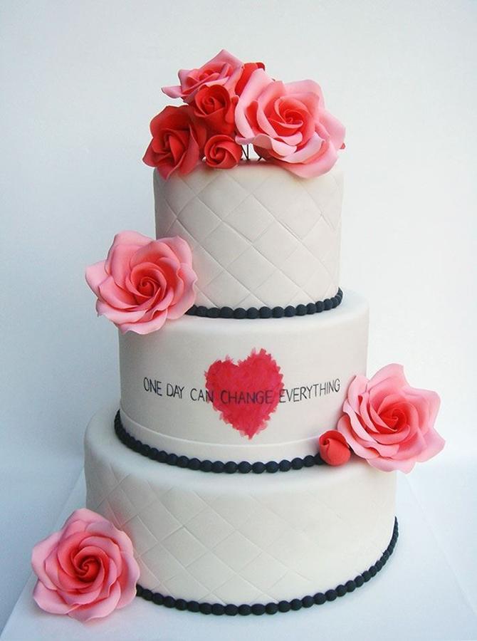 תמונה של עוגת חתונה לב אדום