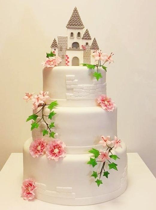 תמונה של עוגת חתונה הטירה הקסומה