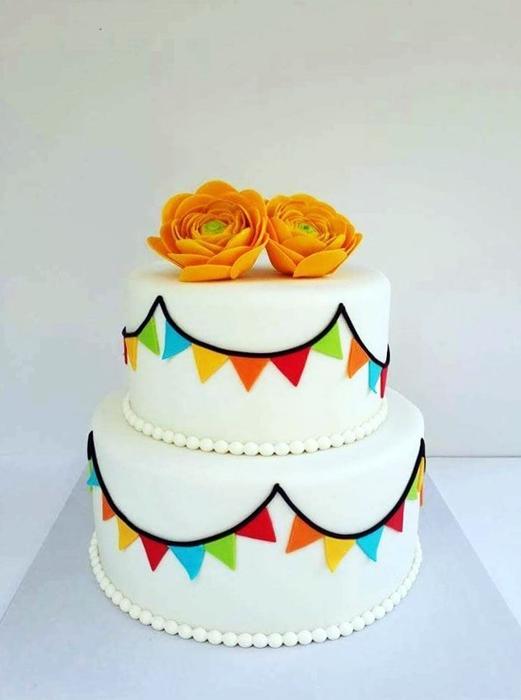 תמונה של עוגת חתונה נוריות ודגלונים