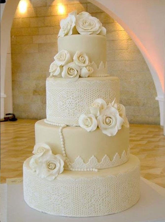 תמונה של עוגת חתונה תחרות ופרחים