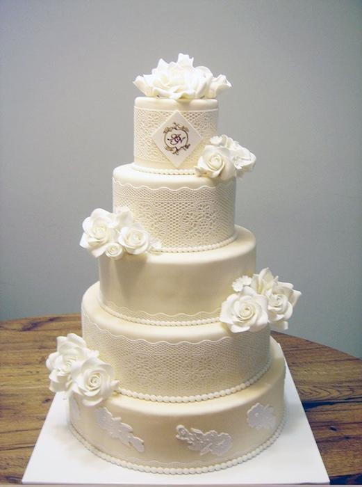 תמונה של עוגת חתונה תחרה לבנה