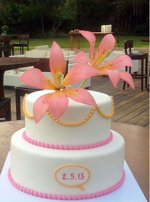 תמונה של עוגת חתונה טייגר לילי