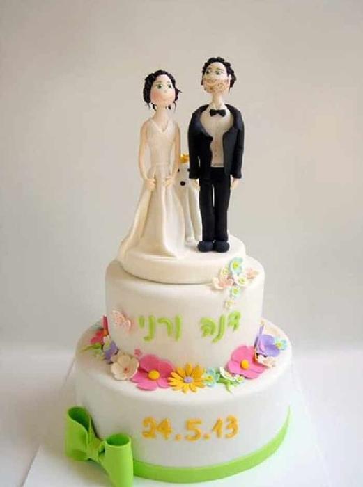 תמונה של עוגת חתונה זוג באביב