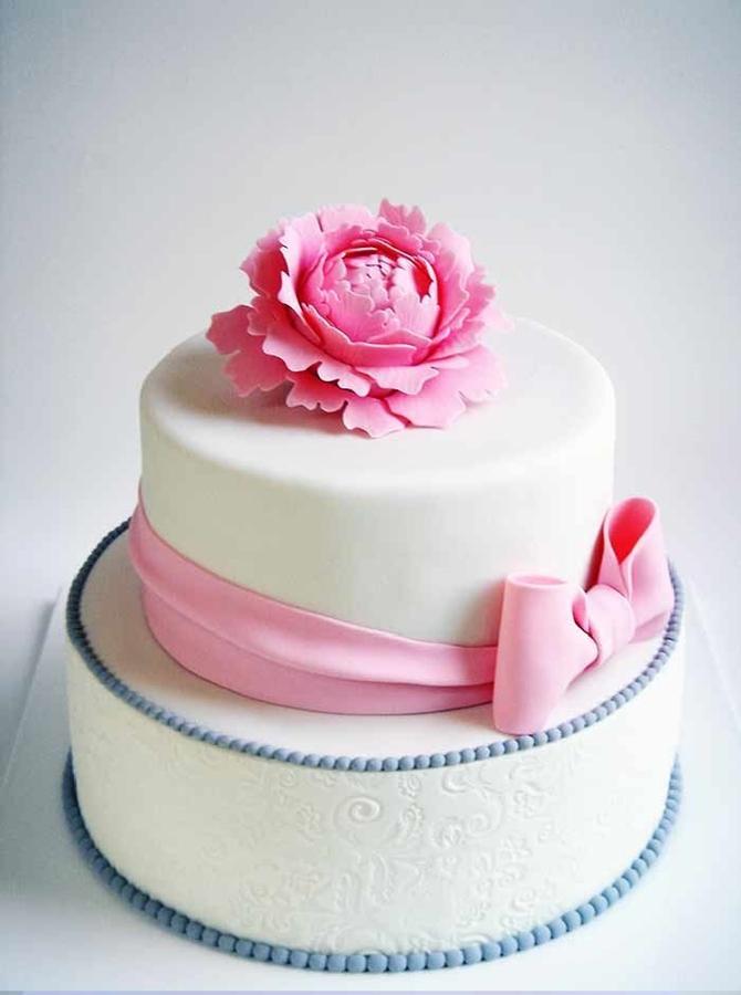 תמונה של עוגת חתונה פרח יחיד ופפיון