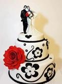 תמונה של עוגת חתונה שחור לבן