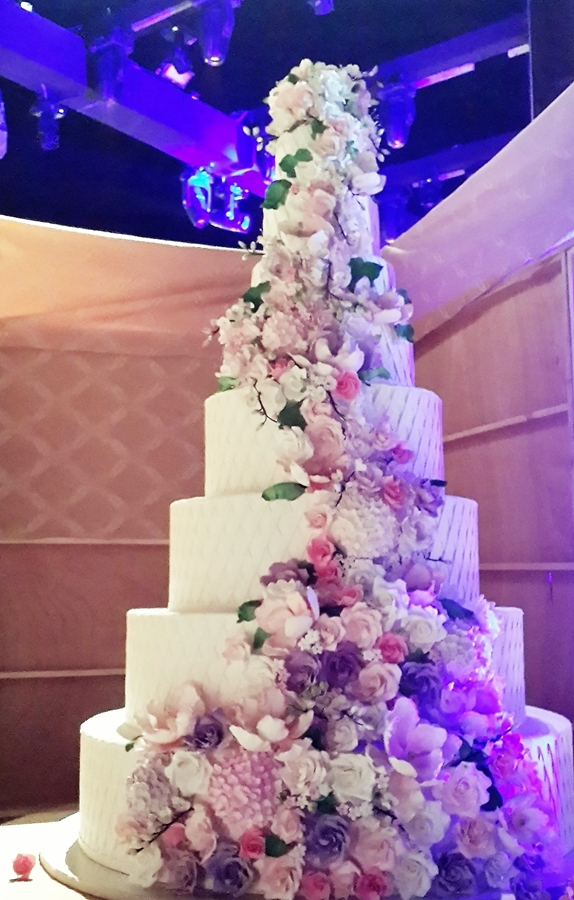 תמונה של עוגת חתונה גרנדיוזית