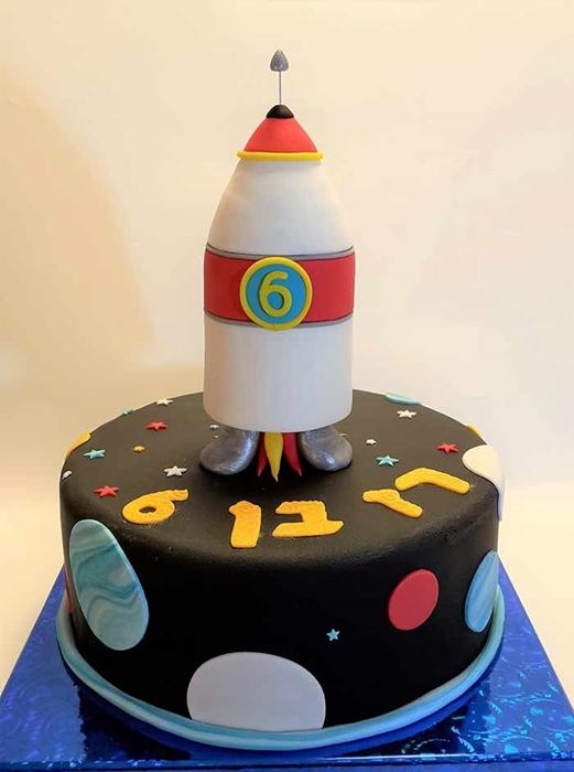 תמונה של עוגת יום הולדת חללית