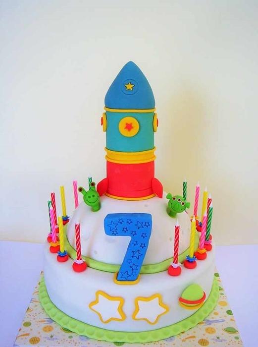 תמונה של עוגת יום הולדת  חללית וחייזרים