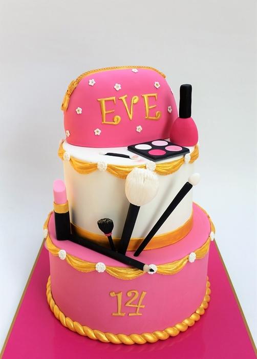 תמונה של עוגת יום הולדת  איפור