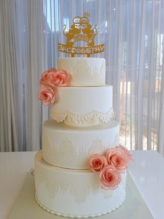 תמונה של עוגת חתונה לבנה