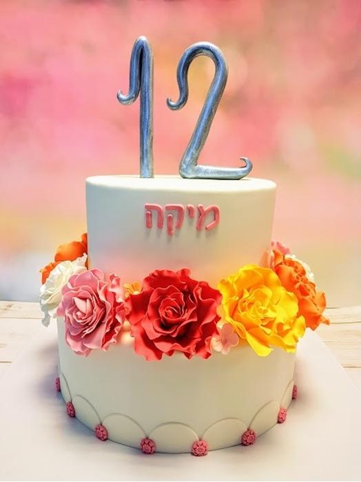 תמונה של עוגת בת מצווה  עם ורדים