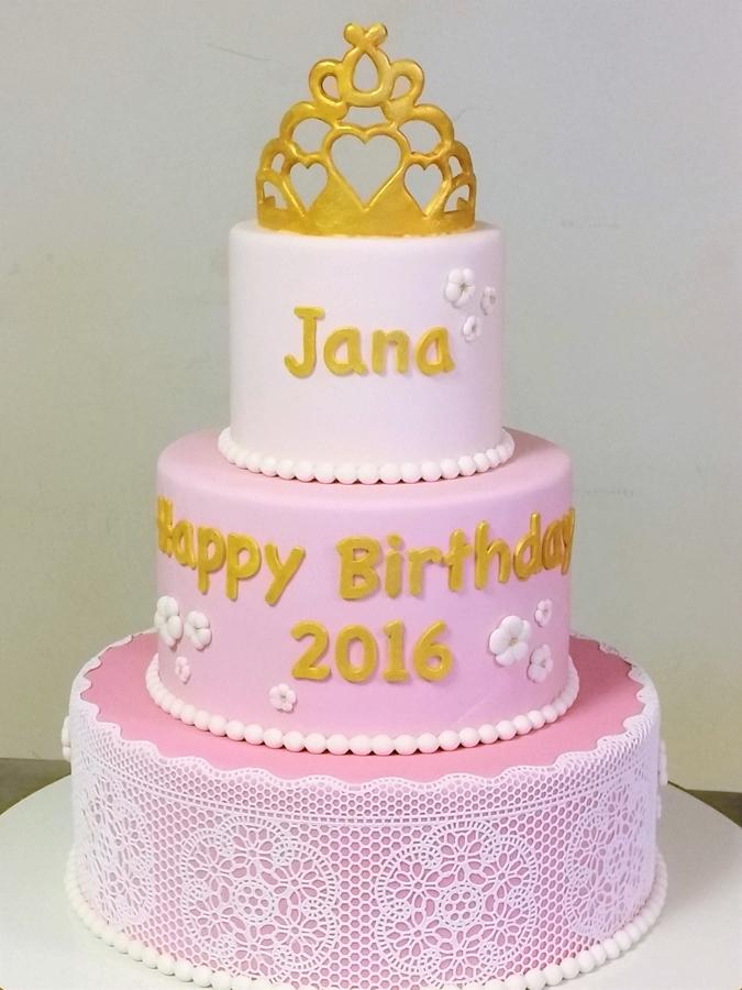 תמונה של עוגת יום הולדת חגיגית