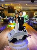 תמונה של חתונה על גג הרכב