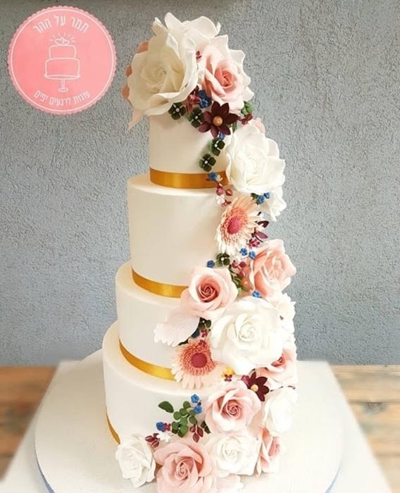 תמונה של עוגת חתונה מפל פרחים