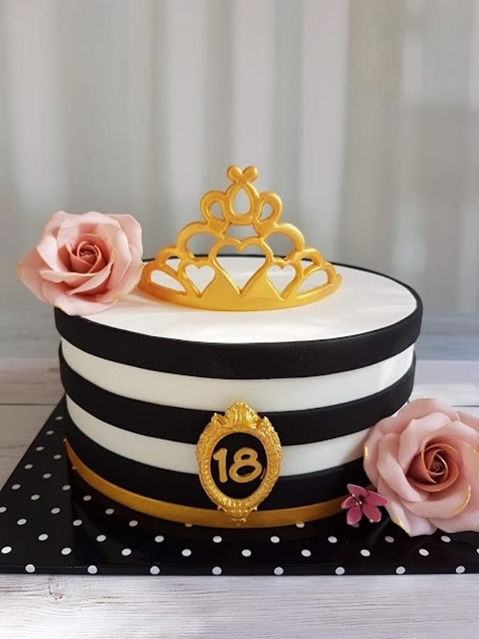 תמונה של עוגת יום הולדת אלגנטית