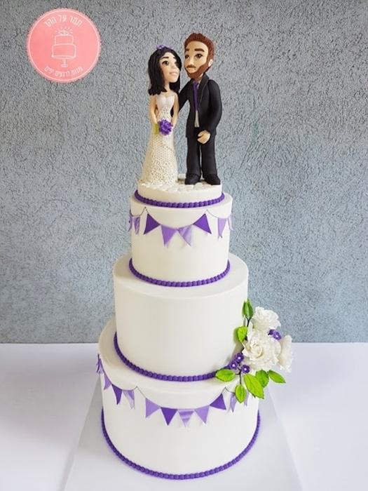 תמונה של עוגת חתונה דגלונים סגולים