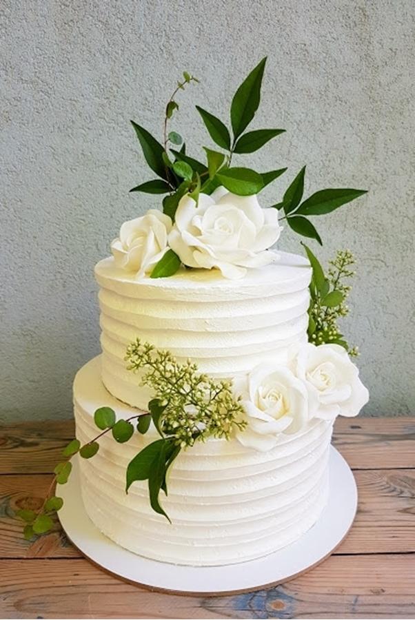 עוגת חתונה עם פרחים טבעיים
